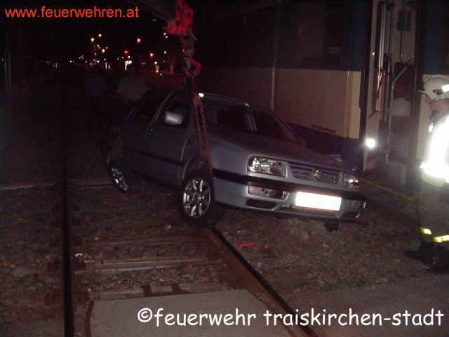 Fahrzeug gegen Badner Bahn