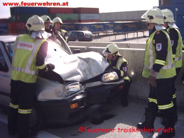 Verkehrsunfall mit mehreren Fahrzeugen