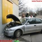 PKW gegen Hausmauer