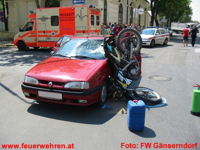 Moped gegen PKW