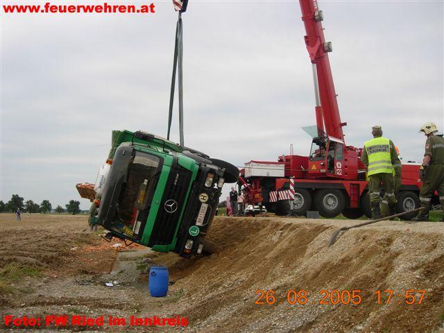 LKW Unfall in Geinberg