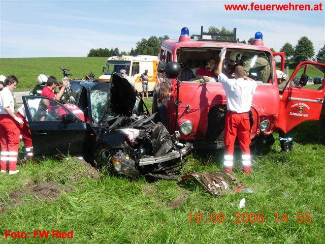 Verkehrsunfall mit FW-Oldtimer