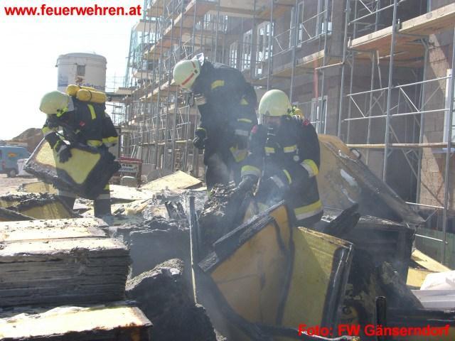 Isolierstoffbrand in Wohngebiet