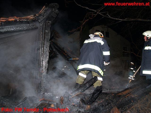 Brand einer Holzlagerhütte