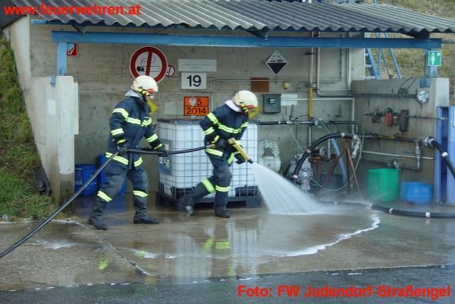 Gasaustritt bei Chemiebetrieb