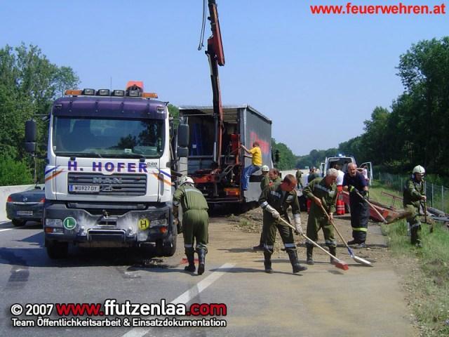LKW-Verkehrsunfall bei Utzenlaa