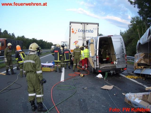 Schwerer Verkehrsunfall auf der A12
