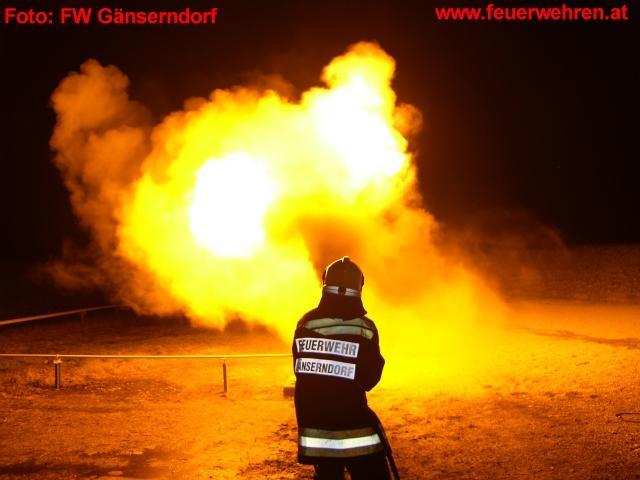 Heiße Ausbildung am Übungsgelände der Betriebsfeuerwehr OMV Gänserndorf