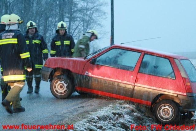Aufräumarbeiten nach Verkehrsunfall