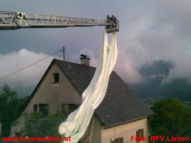 14 Feuerwehren mit 230 Mann im Unwettereinsatz