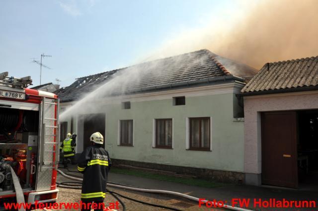 Großbrand in Klein Höflein - Nach der Flut würtete nun das Feuer