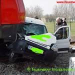 Verkehrsunfall PKW gegen Zug