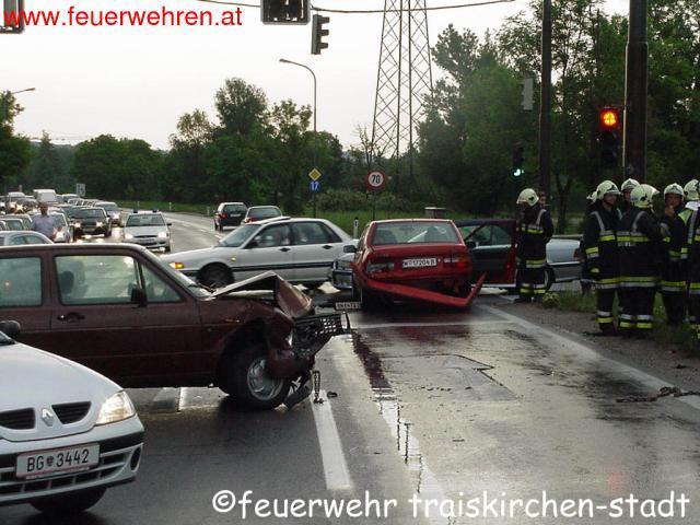 Verkehrsunfall im Kreuzungsbereich B17/A2