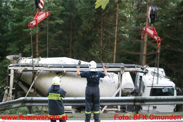 Schwerer Lkw Unfall auf der B120 bei Scharnstein