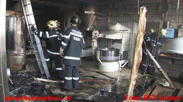 6 Feuerwehren bei Brand in Bäckerei