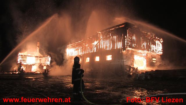 Wohn- und Wirtschaftsgebäude abgebrannt