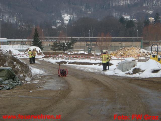33kg schwere Gasflasche von Feuerwehr gesichert