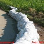 Vorbeugender Hochwasserschutz mit 900 Sandsäcken errichtet