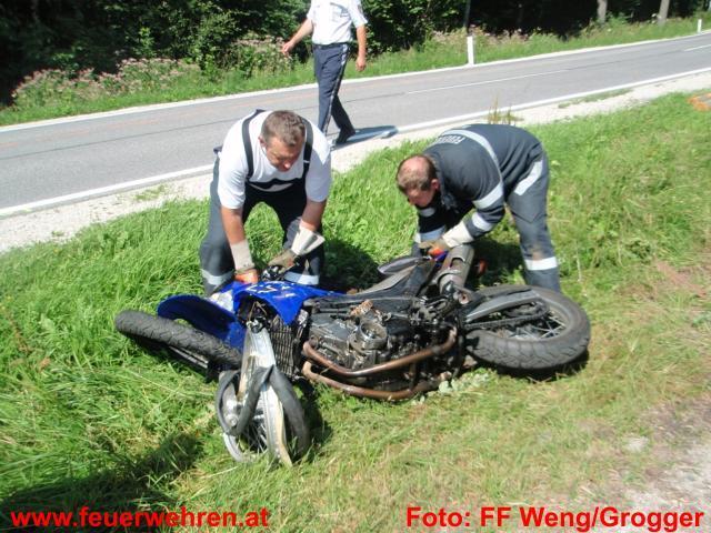 Motorrad kollidierte mit Abschleppwagen