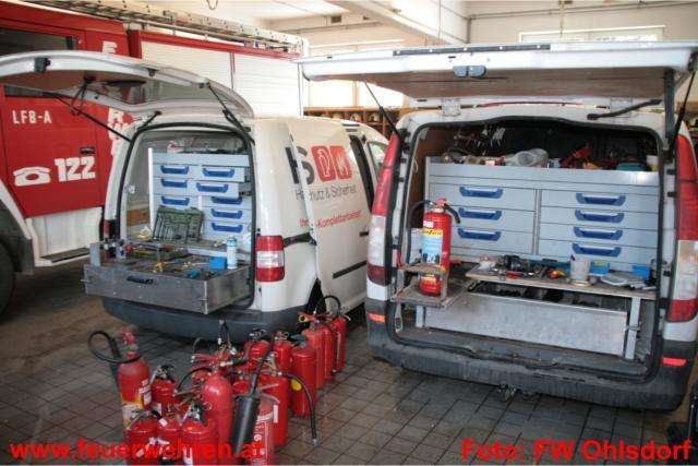 150 Feuerlöscher auf Herz und Nieren geprüft