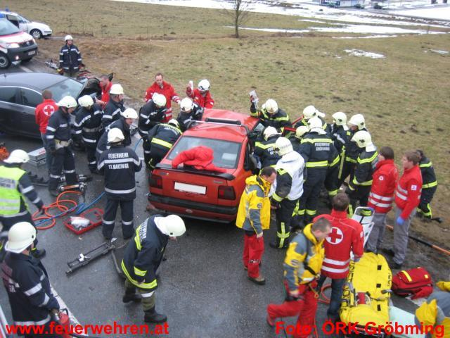 Schwerer Verkehrsunfall auf B320 bei St. Martin forderte 5 Verletzte