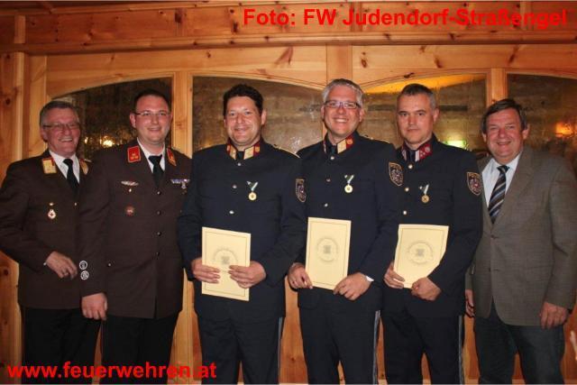 Feuerwehr ehrt verdiente Polizisten