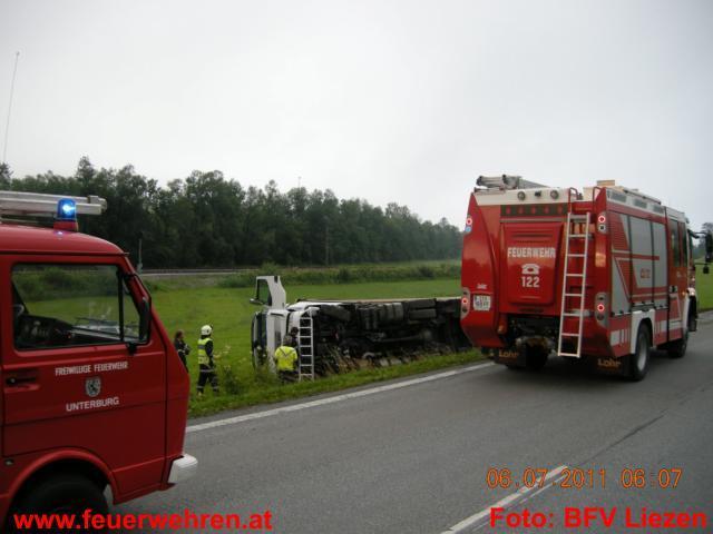 LKW-Unfall auf B320 Höhe Niederstuttern