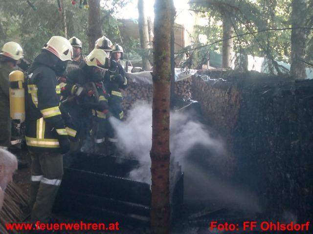 Brand einer Selche und eines Holzstoßes