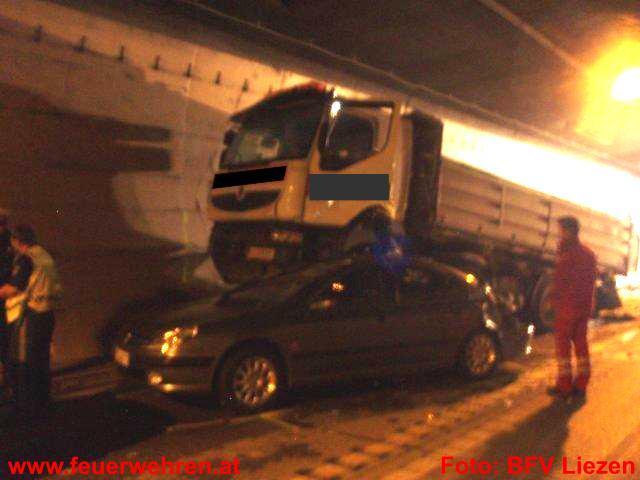 Tödliche LKW-Kollision im Bosrucktunnel