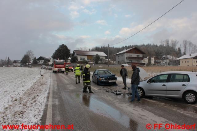 Aufräumarbeiten nach schwerem Unfall in Ehrendorf