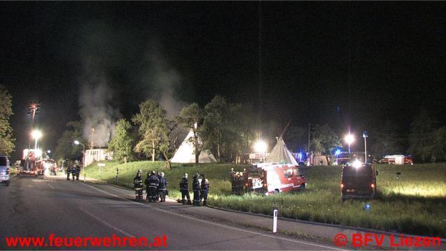 150 Mann kämpfen gegen Großbrand in Kirchenlandl