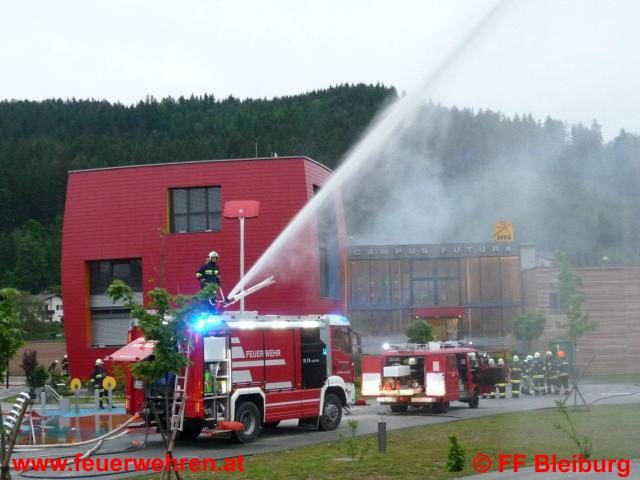 137 Feuerwehrmänner übten den Ernstfall im Campus Futura in Bleiburg
