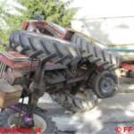 Spektakulärer Traktorunfall in Weinberg - Aufwendige Bergung