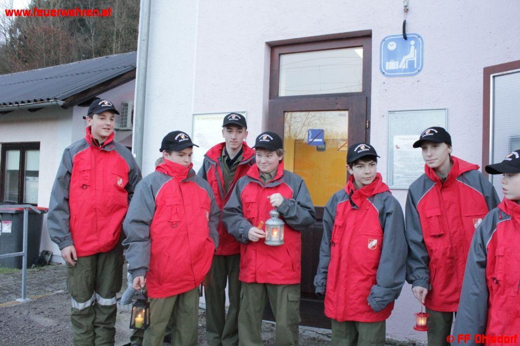 Feuerwehrjugend verteilt Friedenslicht im Gemeindegebiet von Ohlsdorf