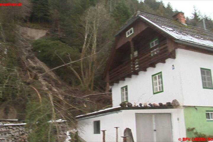 Haus in Öblarn von Hangrutsch getroffen, Bewohnerin evakuiert 1
