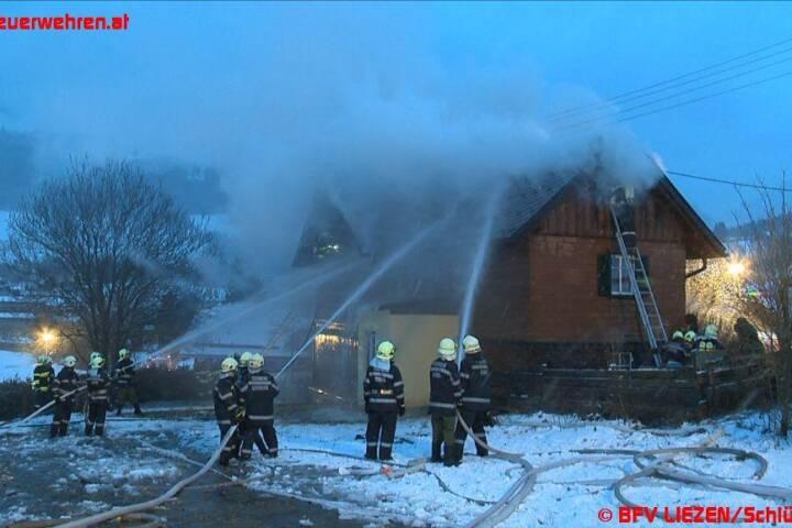 Einfamilienwohnhaus in Flammen