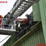 Arbeiter stürzt in leere Asphaltmischanlage