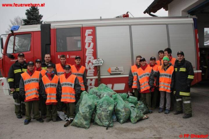 Ohlsdorfer Landesstraße von Feuerwehrjugend gereinigt