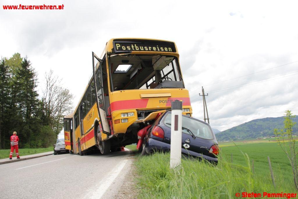 Großeinsatzübung mit Schulbus