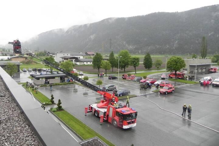 Großübung des Feuerwehrabschnittes mit 11 Feuerwehren und 160 Mann