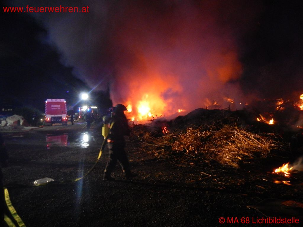 BF Wien: Lagerplatzbrand, Alarmstufe 1 1