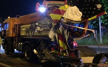 BF Wien: Lkw rammt Fahrzeug des Straßendienstes