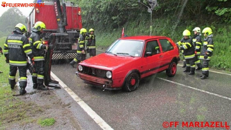 FF Mariazell: PKW-Bergung auf der B21 1