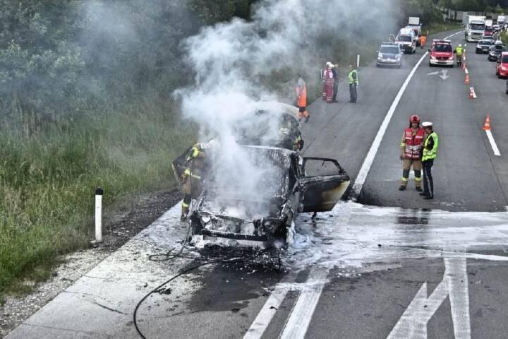 FF St. Georgen i.A.: Fahrzeugbrand auf der A1 1