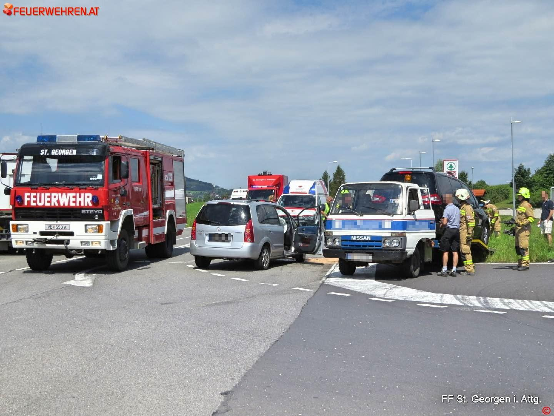 FF St. Georgen i.A.: Aufräumarbeiten nach Verkehrsunfall 1