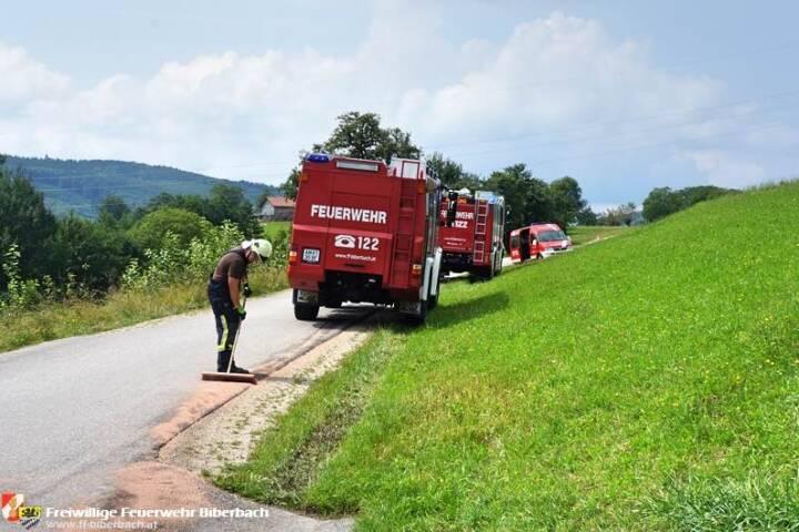 FF Biberbach: Beseitigen einer Ölspur am Friesenberg 7