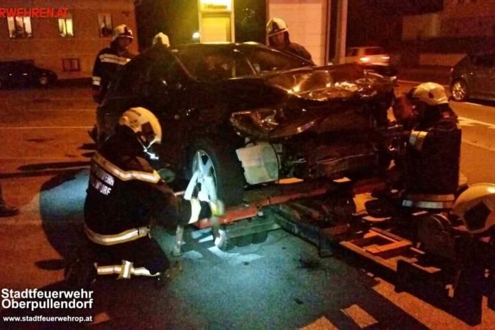 Stadtfeuerwehr Oberpullendorf: Verkehrsunfall auf der Kreuzung B50 - Spitalstraße 1