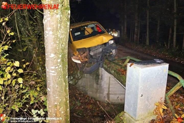 FF Biberbach: Lieferwagen drohte in den Biberbach zu stürzen 2