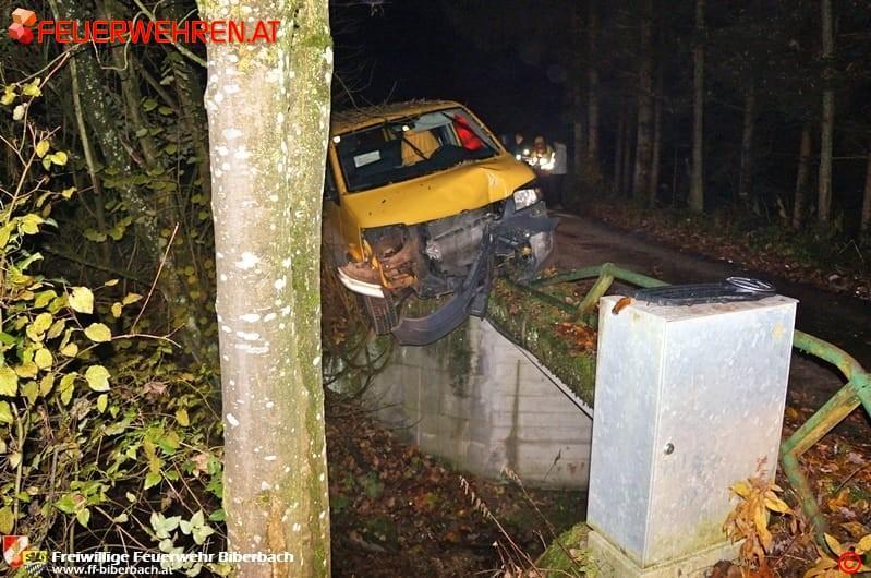 FF Biberbach: Lieferwagen drohte in den Biberbach zu stürzen 10
