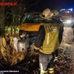 FF Biberbach: Lieferwagen drohte in den Biberbach zu stürzen 3